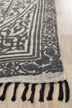 Load image into Gallery viewer, Zulu Totemic Chain Black Rug