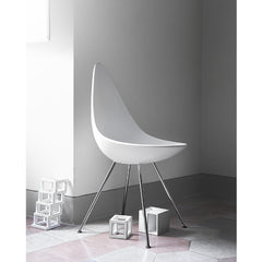 Arne Jacobsen Drop Chair White in Room Fritz Hansen
