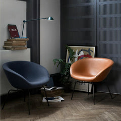 Arne Jacobsen Pot Chairs in Fritz Hasnen Colors Dark Blue and Elegance Walnut Leather in Room