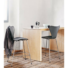 Arne Jacobsen Series 7 Stools in Room Fritz Hansen