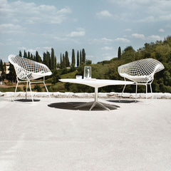 Richard Schultz White Petal Cocktail Table with White Diamond Chairs in Tuscany Knoll Outdoors