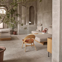 Borge Mogensen Contour Chair in room with BM0865 Daybeds by Carl Hansen and Son