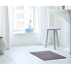 Chilewich Heathered Pebble Floor Mat in Bathroom