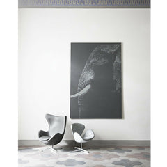 Egg Chair and Swan Chair Side by Side Arne Jacobsen for Fritz Hansen