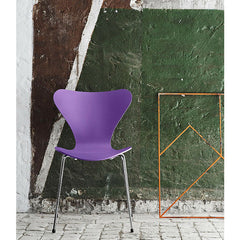 Evren Purple Series 7 Chairs in Green Room Tal R for Fritz Hansen
