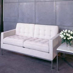 Florence Knoll Sette White with White Roses on Side Table in Room