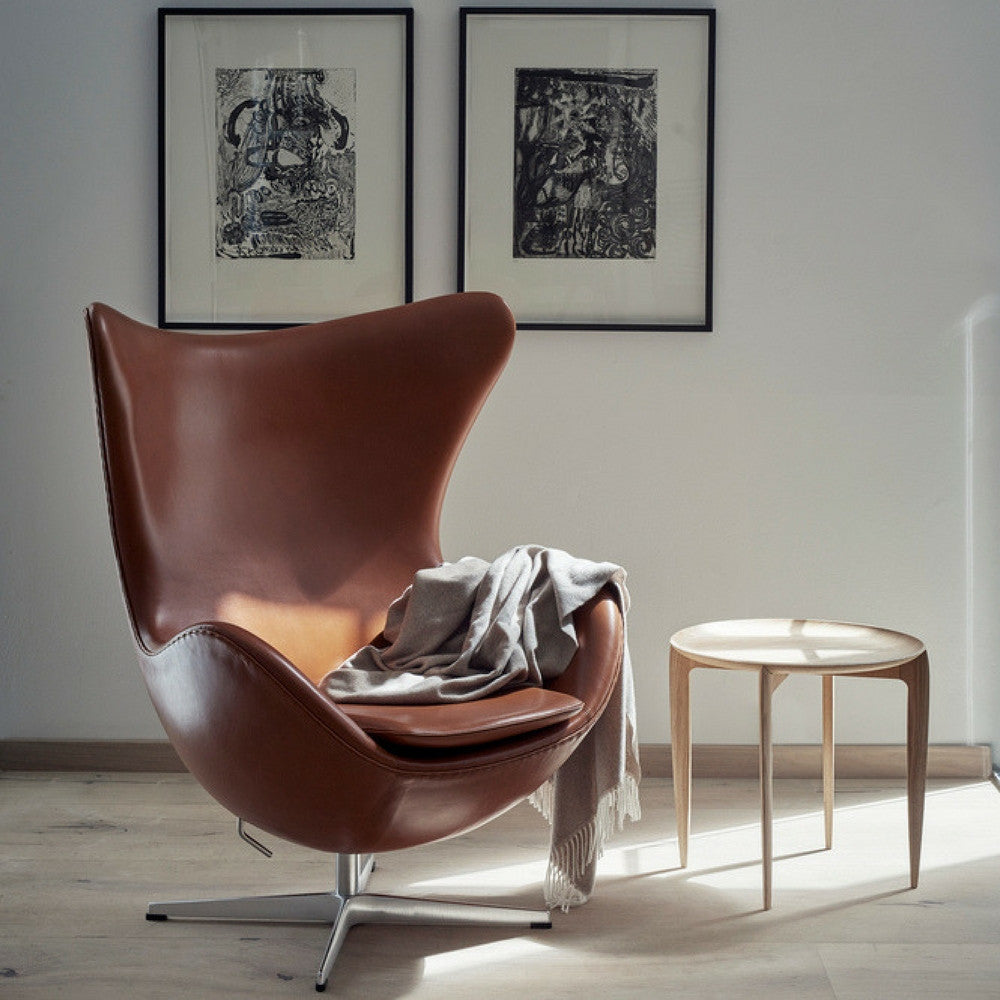 Fritz Hansen Egg Chair In Elegance Leather Walnut With Tray Table