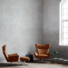 Fritz Hansen Oksen Chairs by Arne Jacobsen in Elegance Leather Walnut in Room