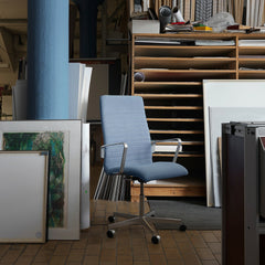 Fritz Hansen Oxford Chair Premium Light Blue in Artists Studio