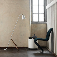White Giraffe Lamp with Oak Legs from Frandsen Lighting with Verner Panton S-Shape Dining Chair