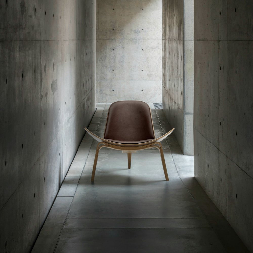 hans wegner shell chair ch07 carl hansen son palette