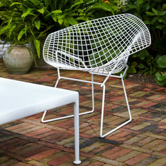 Bertoia Diamond Chair in White Rislan Outdoor Finish with Richard Schultz 1966 Collection Coffee Table Knoll