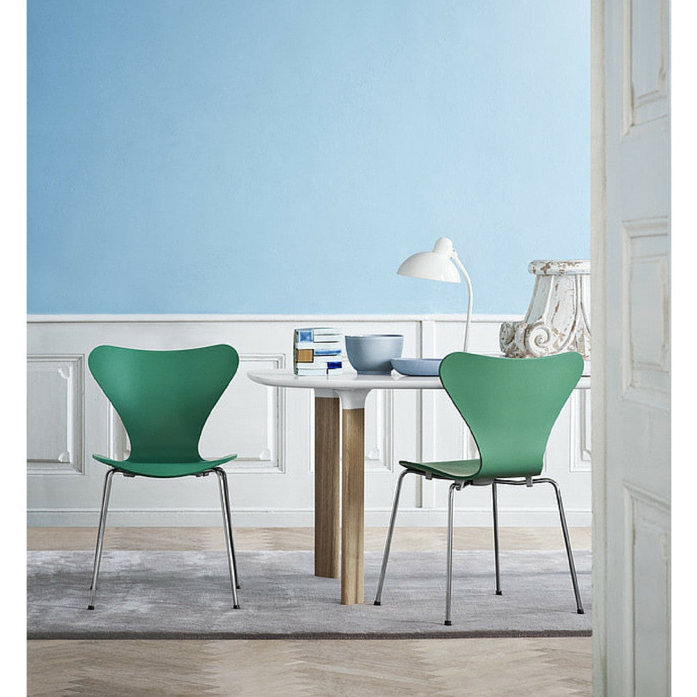 Huzun Green Tal R Series 7 Chairs In Blue Room With Analog Table Arne  Jacobsen Fritz