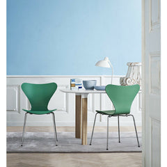 Huzun Green Tal R Series 7 Chairs in blue Room with Analog Table Arne Jacobsen Fritz Hansen