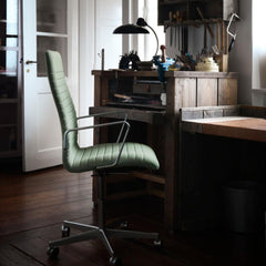 Fritz Hansen Kaiser Idell Table Lamp in room with Oxford Chair Premium
