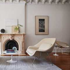 Knoll Oval Saarinen Coffee Table in Room with Womb Settee and Bertoia Diamond Chair