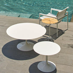 Knoll Richard Schultz Petal Side Table with Saarinen outdoor tables by pool