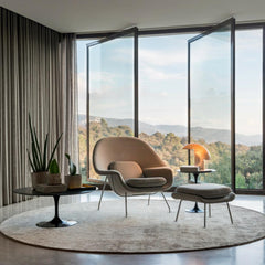 Knoll Saarinen Womb Chair in room with Tulip Side Tables