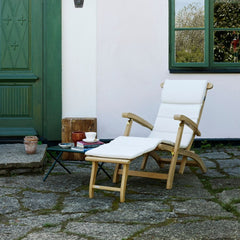 Steamer Deck Chair with Barriere White Cushion by Skagerak