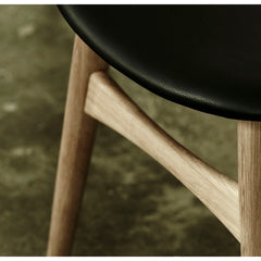 Wegner CH33 Chair Oak Frame Black Leather Seat Detail Carl Hansen & Son