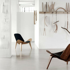 Wegner Shell Chair Oak Walnut Black Leather Craftsmanship