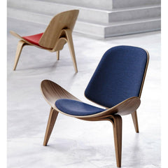 Wegner Shell Chairs Oak with Red and Blue