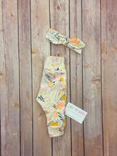 Load image into Gallery viewer, Floral baby pants and top knot headband, baby set, going home outfit, newborn baby outfit