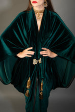 Load image into Gallery viewer, 1920s Green Velvet Great Gatsby Dress - Floor length flapper Cocoon coat