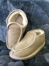 Load image into Gallery viewer, Mens Deluxe Slippers