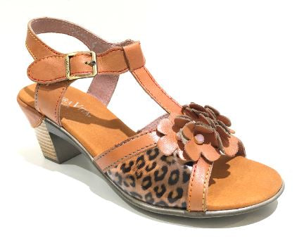 Laura Vita Betty Camel
