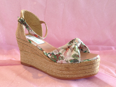 Gaimo Fly White Floral Wedge