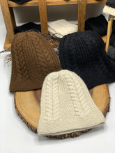 Load image into Gallery viewer, Classic Cable Alpaca Hat