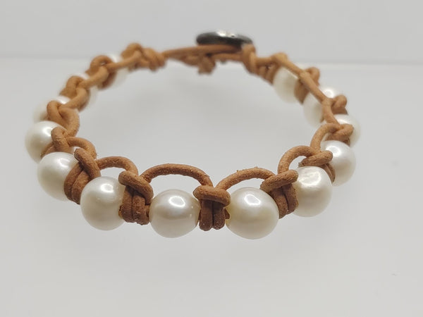 Freshwater Pearl and Natural Leather Brafelet