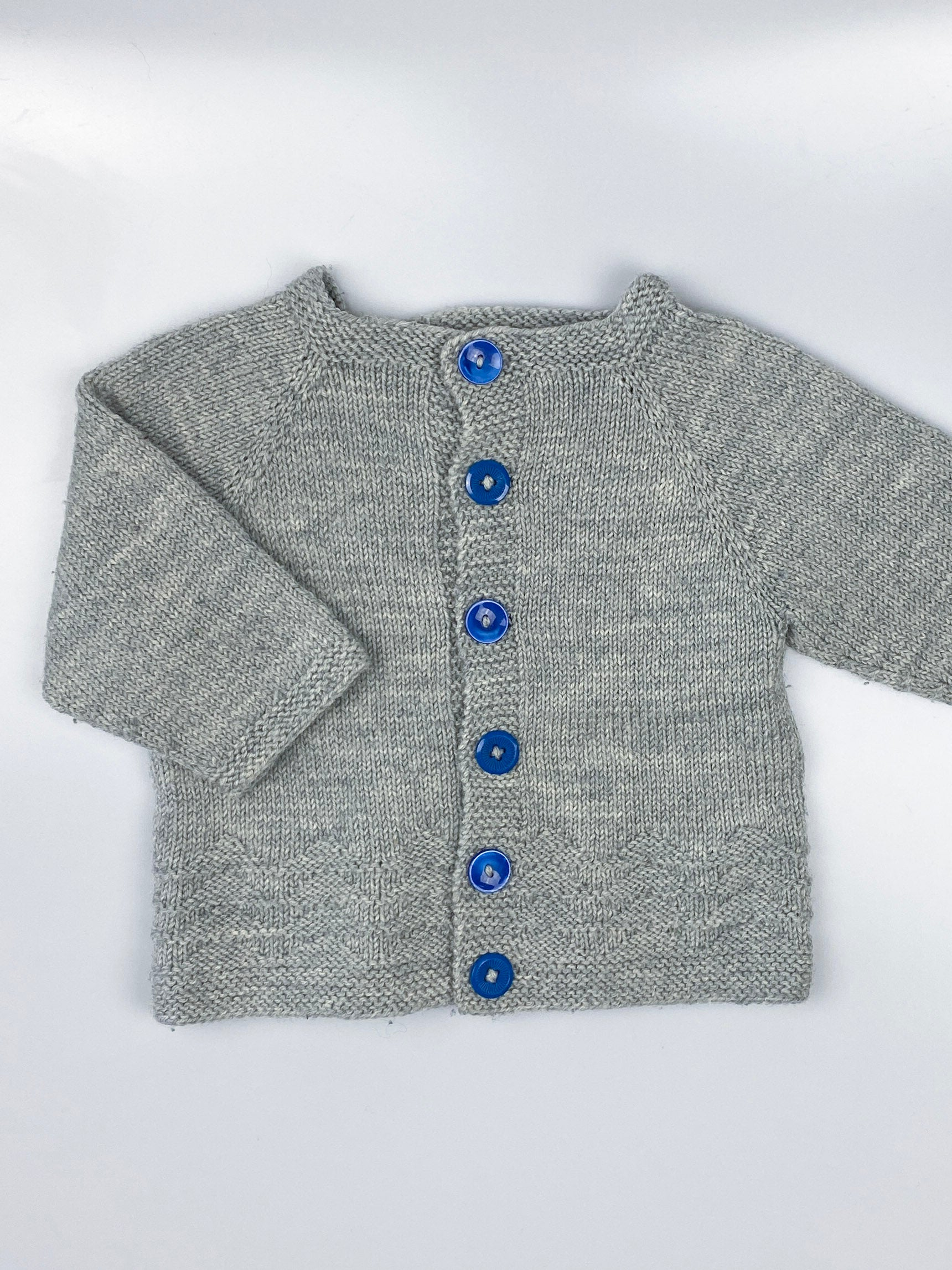 Strikket cardigan m. knapper