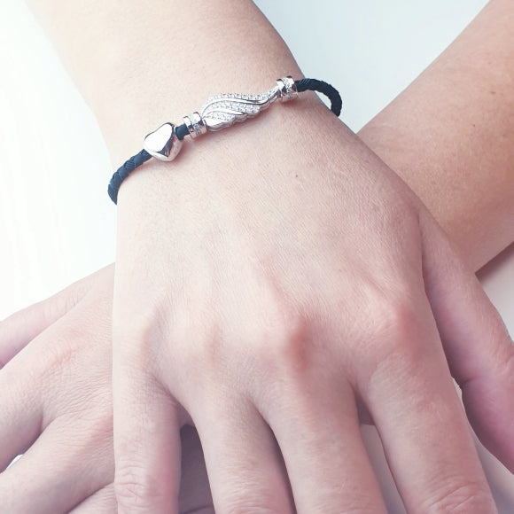 "<img src=""Let_Love_Light_Your_Way_Friendship_Bracelet_5.jpg"" alt=""Angel Jewelry - Let Love Light Your Way Sterling Silver Friendship Bracelet - 5"">"