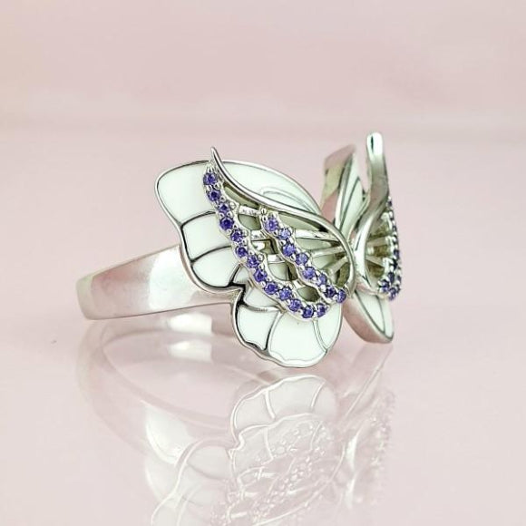 "<img src=""On_The_Wings_Of_Butterflies_Ring_-_Silver_5.jpg"" alt=""Angel Jewelry - On The Wings Of Butterflies Sterling Silver Angel Ring - 5"">"