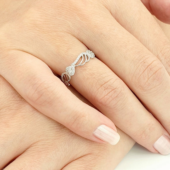 "<img src=""Still_Feel_Your_Hug_Angel_Wings_Ring_3.jpg"" alt=""Angel Jewelry - Still Feel Your Hug Sterling Silver Angel Wings Ring - 3"">"