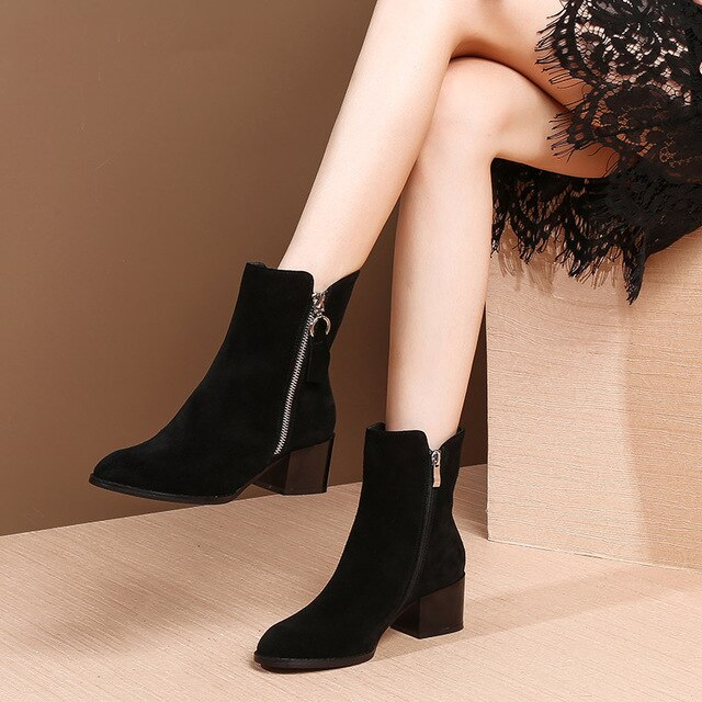 MYCOLEN 2018 Luxury Brand Top Fashion Shoes Women Cozy Chelsea Boots Warm Plush For Cold Winter Fashion Womens Ankle Boots