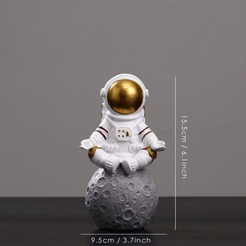 figurine astronaute meditation or
