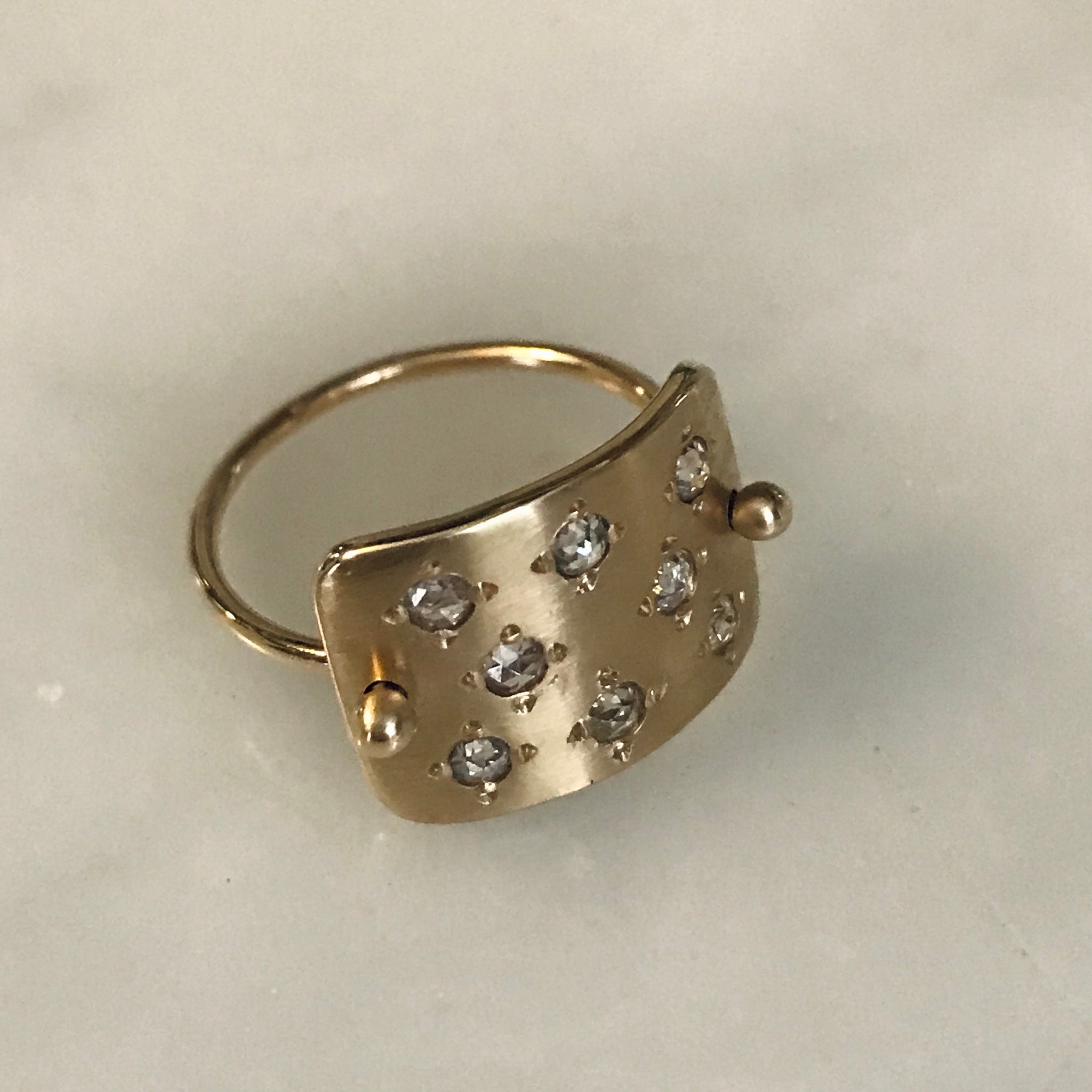 plate ring with eight rosecut diamonds 14k