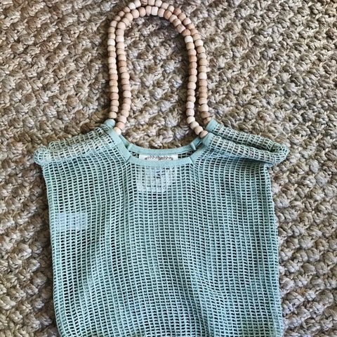 cotton mesh bag with wooden beaded handle