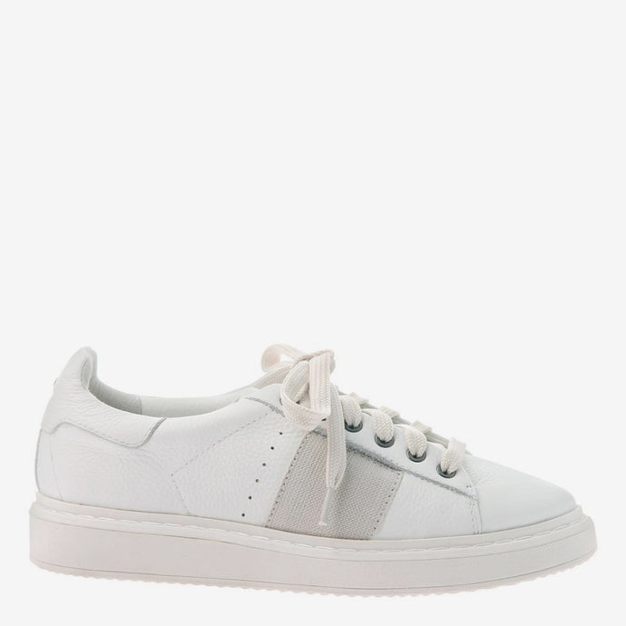 Normcore in White Sneakers