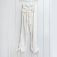 Load image into Gallery viewer, Premonition White Open Leg Harem Pants Size 4