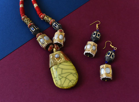 Yellow Large Stone Pendant Set -The Pashm