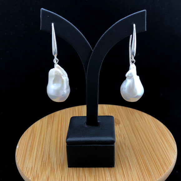 Edison Baroque Pearl Earrings                                 OLE 04