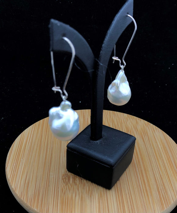 Edison Baroque Pearl Earrings                    OLE 07