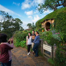 Load image into Gallery viewer, Hobbiton Day Tour from Auckland