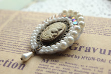 Load image into Gallery viewer, Retro Style Handmade pearl rhinestone brooch collar pin