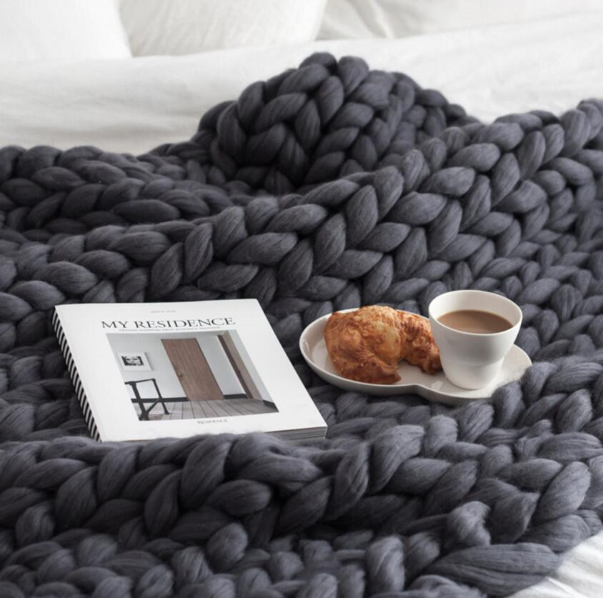 Hand Knitted Thick Chunky Yarn Blanket Perfect Winter Sofa Throw Thick Bedspread Blanket Bulky Weighted Cosy Warm Sofa Throw Blanket Modern Stylish Fashionable
