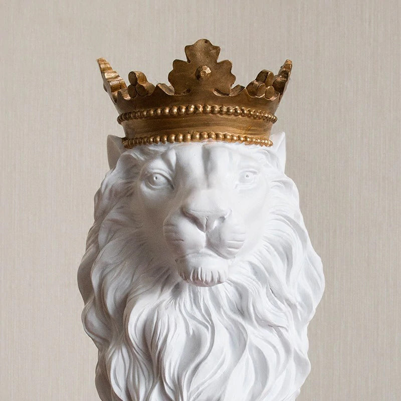 Handsome King Lion Figurine Resin Statue Mantelpiece Decor Desktop Stately Regal Mascot Nordic Style Decor Coffee Table Ornaments